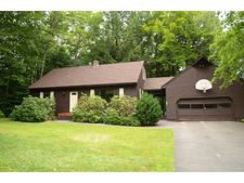 8 Hilltop Dr, Plymouth, NH 03264