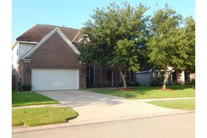 2120 Winding Springs Dr, League City, TX 77573
