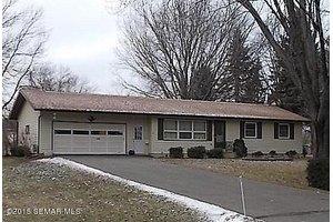416 32nd St NE, Rochester, MN 55906