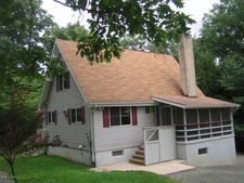 8159 Oak Ridge Ln, Cresco, PA 18326