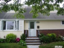 1391 Monroe St, Floral Park, NY 11001