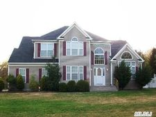 35 N Durkee Ln, East Patchogue, NY 11772