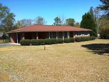 51 Red Devil Dr, Hawkinsville, GA 31036