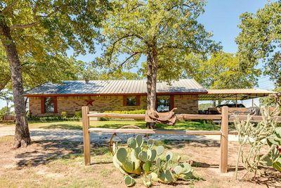 289 Woodbine Estates Rd, Gainesville, TX