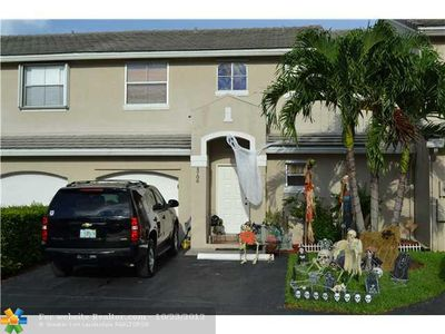 4706 Grapevine Way, Davie, FL