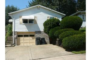 574 Fulmer Ave, Akron, OH 44312