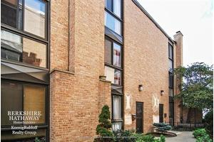 3012 N Waterloo Ct Unit 12, Chicago, IL 60657