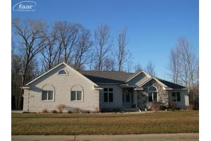 721 Fountain View Dr, Flushing, MI 48433