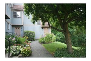 115 Heatherwood Dr, Brookfield, CT 06804