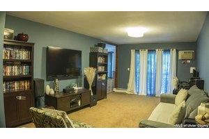 3 Hook Rd, Poughkeepsie, NY 12601
