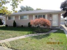 20400 Shores St, Saint Clair Shores, MI 48080