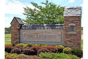 9966 Legends Dr, COLLIERVILLE, TN 38139