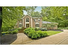 8271 Harwood Ln, Concord, OH 44077