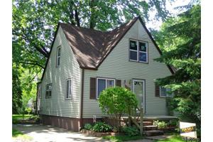 27391 Brettonwoods St, Madison Heights, MI 48071