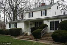 8403 Woodford Ct, Vienna, VA 22182
