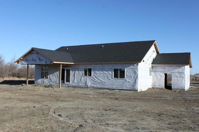 Prairie woodlands lot 20 watford city nd 58854 home for Q kitchen watford city
