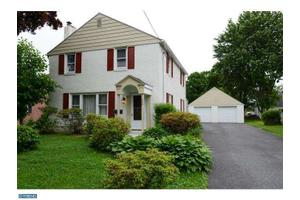 202 W Forrestview Rd, Brookhaven, PA 19015
