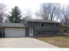 2405 Oakridge Rd, Stillwater, MN 55082