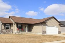 456 Creek Side Dr, Fairfax, IA 52228