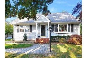 388 S Pleasant Ave, Ridgewood, NJ 07450