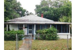 513 E Voorhis Ave, Deland, FL 32724