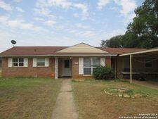 560 Margo Dr, Pearsall, TX 78061