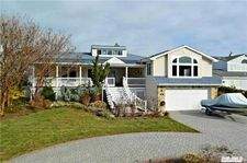 17 Oak Point Dr, Bayville, NY 11709