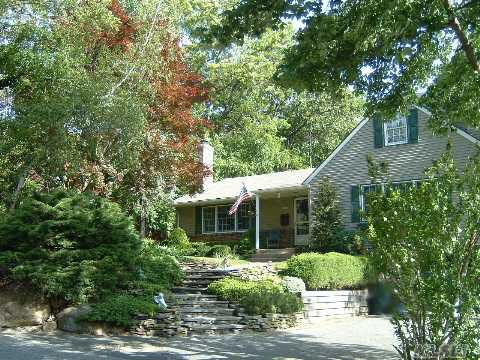 11 Private Rd, Bayville, NY 11709