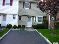 67 W Aspen Dr, Woodbury, NY 11797
