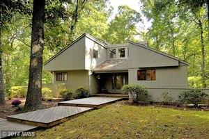 9205 Potomac Ridge Rd, Great Falls, VA 22066