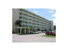 2905 Point East Dr # L-216, Aventura, FL 33160