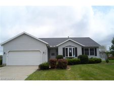 1135 Meadowview Ln, Amherst, OH 44001