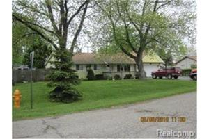1071 Joangay Blvd, Waterford Twp, MI 48327