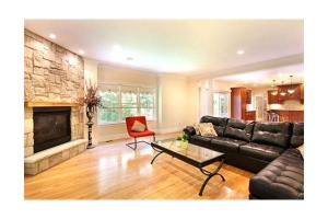 21 Dover Rd, Westwood, MA 02090