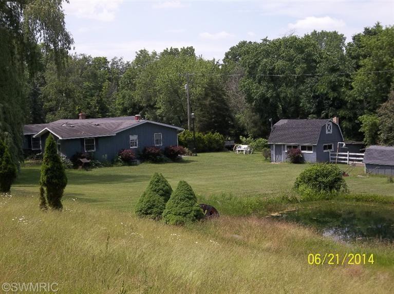 11231 Grand River Dr Se, Lowell, MI 49331