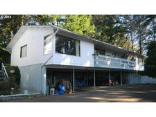 520 Crestview Dr, Reedsport, OR 97467