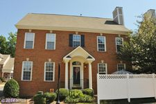 6905 Inlet Cove Dr, Ft Belvoir, VA 22060