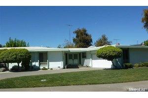 1020 Sycamore Ln, Woodland, CA 95695