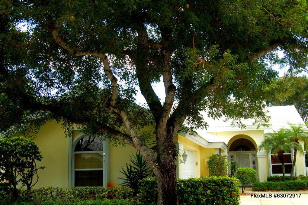 2360 Oak Tree Ln West Palm Beach, FL 33409