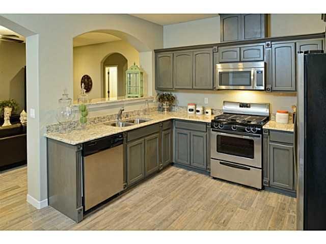 3745 loma adriana dr el paso tx 79938 for Kitchen cabinets el paso tx