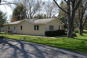 4105 W Lake Shore Dr, Wonder Lake, IL 60097