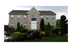 140 Falcon Ridge Dr, North Huntingdon, PA 15642