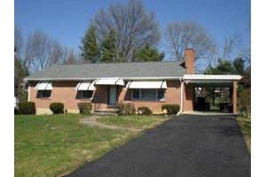 1611 Shamrock St NW, Roanoke, VA 24017