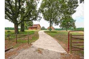 660 Pearlie Farm Rd, Woodruff, SC 29388
