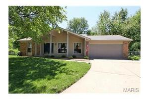 5 Dellwood Ct, St Peters, MO 63376