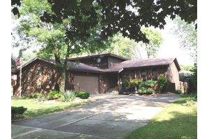 17837 Maple St, Lansing, IL 60438