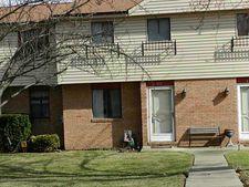 402 Villag Ln, West Mifflin, PA 15122