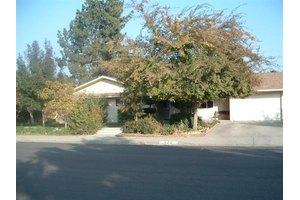 478 S 3rd St, Kerman, CA 93630