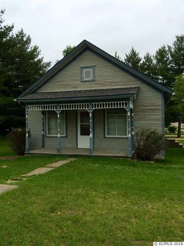 621 4th Ave Se, Cascade, IA 52033
