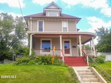 921 E Garden St, Freeport, IL 61032